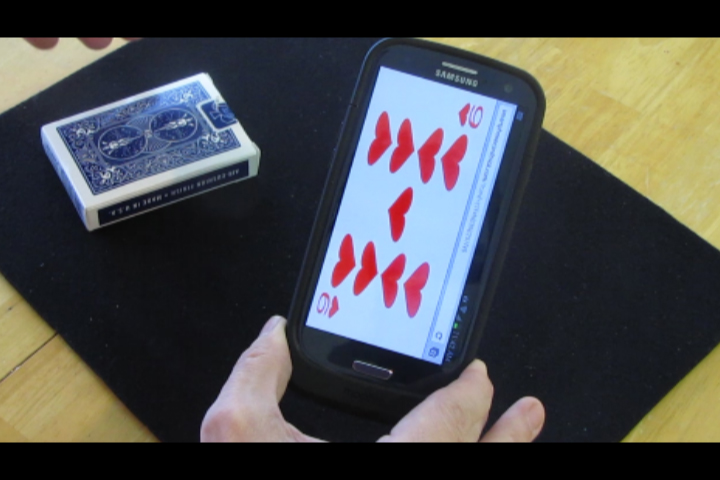 Displays the selected card on the spectator's own smartphone!